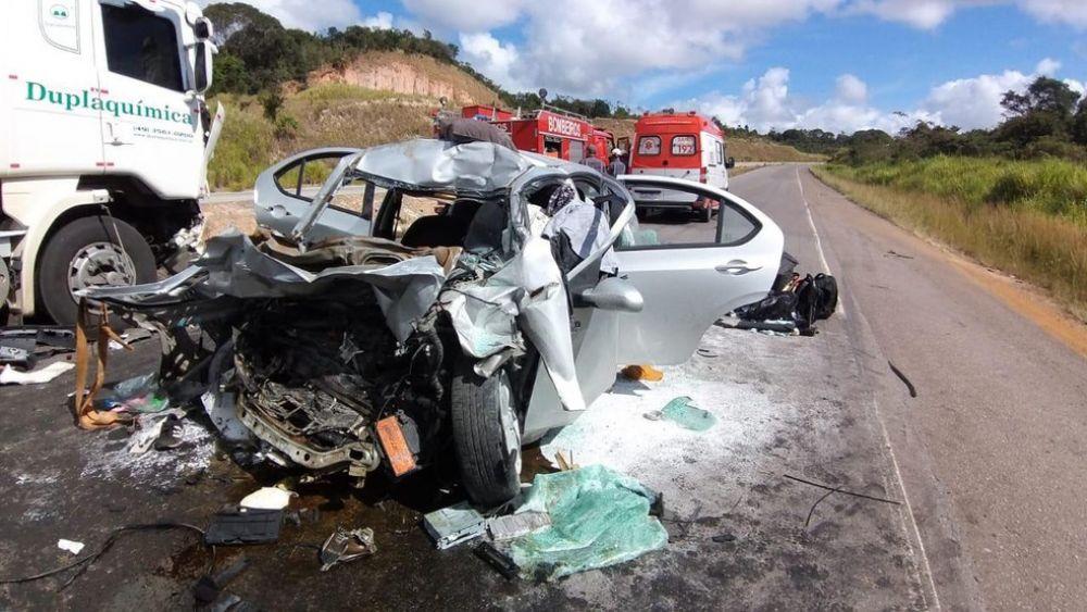 Acidente em Esplanada, na Bahia, deixa mortos — Foto: Corpo de bombeiros