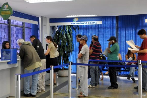 INSS começa a pagar hoje benefícios atrasados a mais de 81 mil pessoas