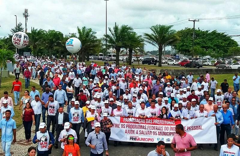 prefeitos fazem marcha no CAB