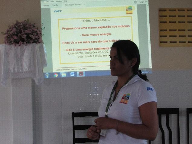 Oficina de reaproveitamento do óleo de cozinha é realizada na Associação de remanescentes quilombolas Fazenda Oiteiro