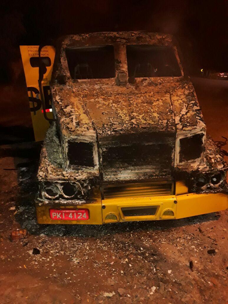 Carro-forte é explodido na BR-110