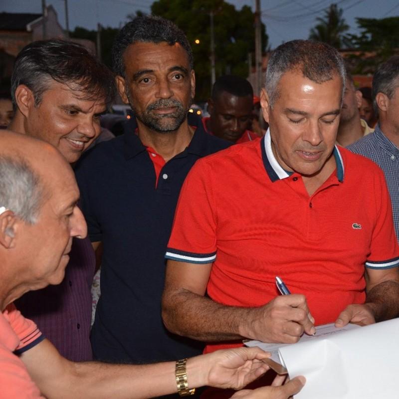 Prefeito Joaquim Neto assina ordem de serviço para iniciar as obras abandonadas da Rua Padre Araguaia