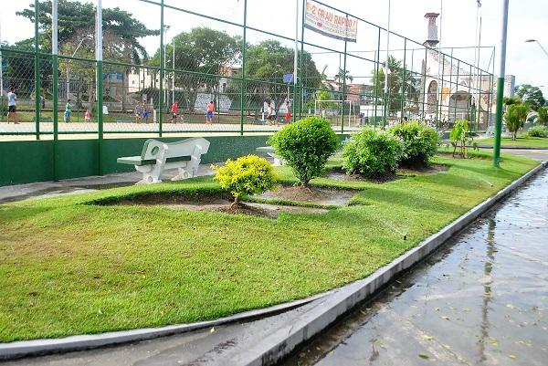 Pojuca - Serviço de irrigação da Praça ACM é restabelecido
