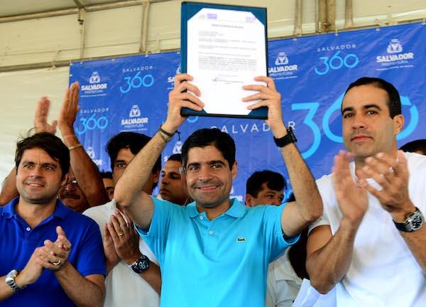 Salvador:Neto promete 'mostrar ao governador quem trabalha pelos baianos'